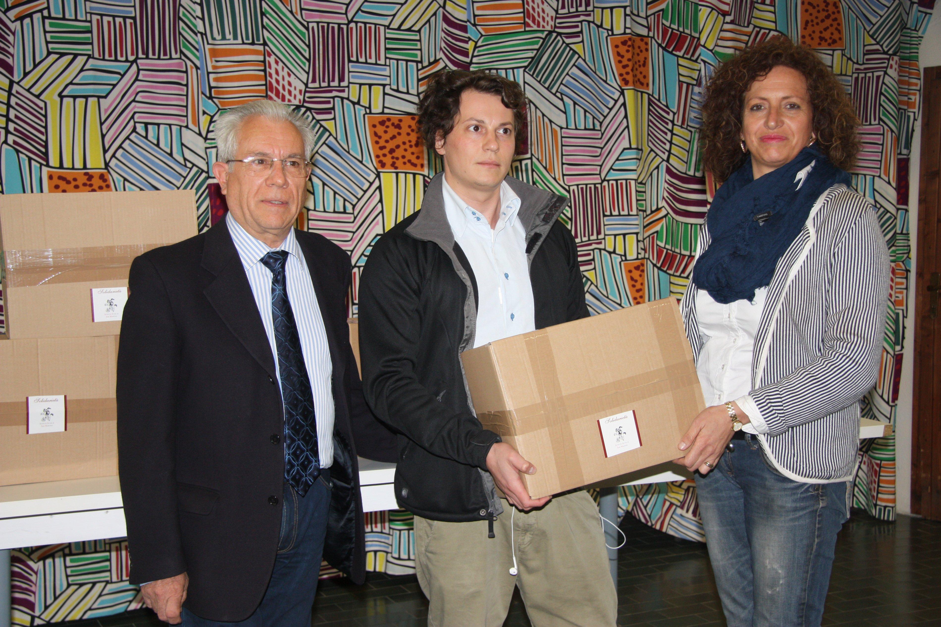Consegna dei pacchi alimentari 2015
