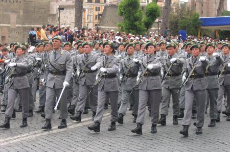 Consegna dell'effige degli Scudi di San Martino durante la Festa del Patrono del Corpo Forestale a Vallombrosa
